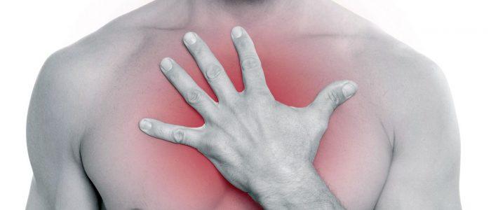 Болит желудок отдает в грудину